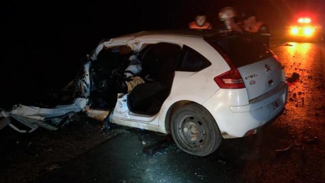 Un camión y un auto protagonizaron un fuerte choque en Ruta 51