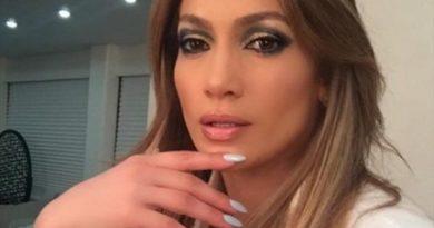 Jennifer López se rompió un diente con el micrófono