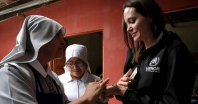 Acusan a Angelina Jolie de ser agente de la CIA