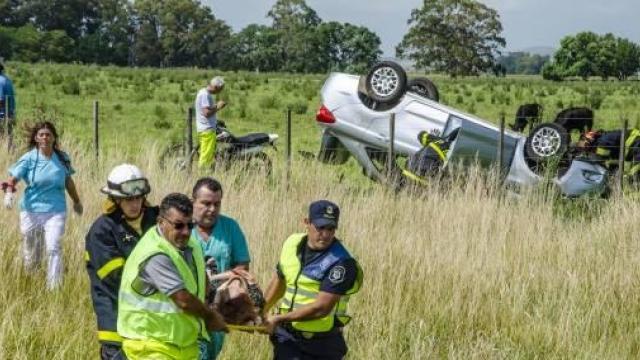 Violento vuelco en la Ruta 226: Una mujer de 80 años resultó herida