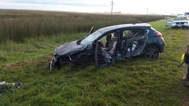 Bomberos rescatan a una mujer tras protagonizar un accidente en la Ruta Nº 3