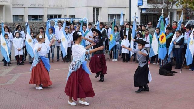 Con música y baile se conmemoró el 209º aniversario de la Revolución de Mayo