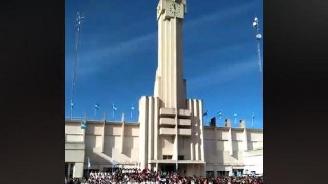 Día de la Bandera: Alumnos de 4to grado de todo el distrito tomaron juramento