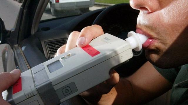 """Reclaman aplicación de la ley """"alcohol cero"""" para conductores"""